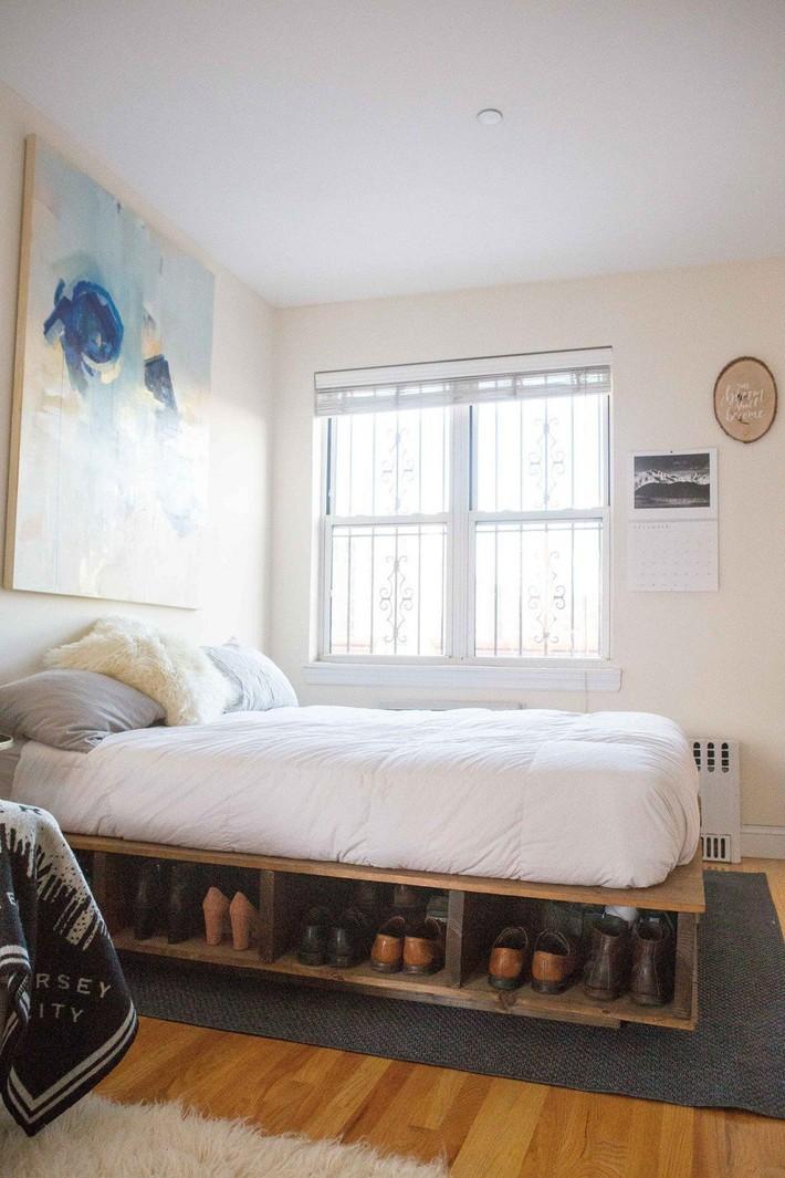 4 điều bạn cần phải làm ngay để phòng ngủ nhỏ của mình trông lớn hơn diện tích thực - Ảnh 1.