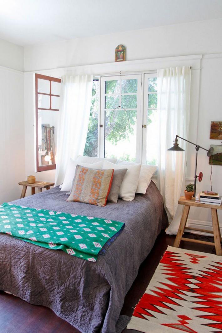 4 điều bạn cần phải làm ngay để phòng ngủ nhỏ của mình trông lớn hơn diện tích thực - Ảnh 2.