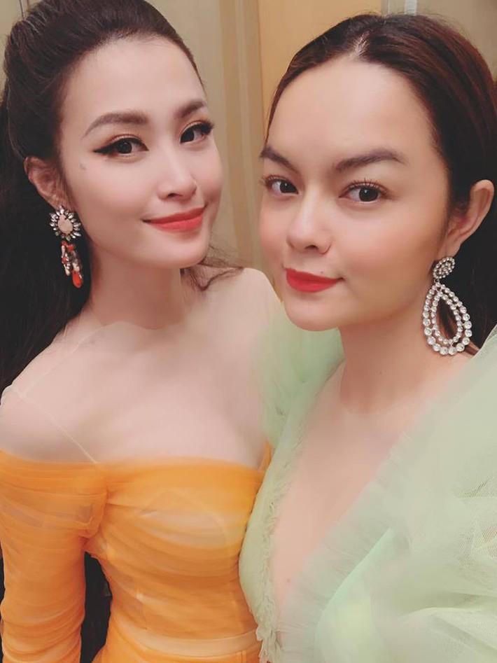 Mẹ 2 con Phạm Quỳnh Anh và những khoảnh khắc vô tình dìm hàng gái trẻ khi đứng chung khung hình - Ảnh 3.