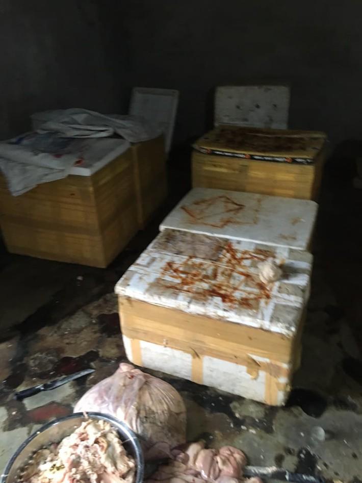 Kinh hãi hàng trăm kg nội tạng động vật hôi thối sơ chế cạnh khu vực bãi rác ở Đà Nẵng - Ảnh 2.