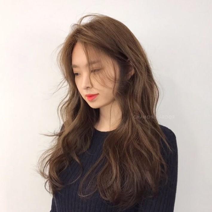 Xoăn sóng lơi: Kiểu tóc xoăn gợn nhẹ siêu tự nhiên, chẳng cần nhuộm mà vẫn trẻ, xinh hết nấc - Ảnh 2.