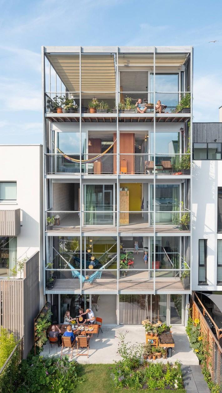 Ngôi nhà phố hiện đại đáp ứng được nhu cầu của cả 3 thế hệ cùng chung sống - Ảnh 3.