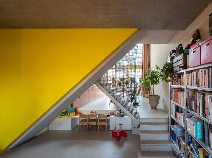 Ngôi nhà phố hiện đại đáp ứng được nhu cầu của cả 3 thế hệ cùng chung sống - Ảnh 8.