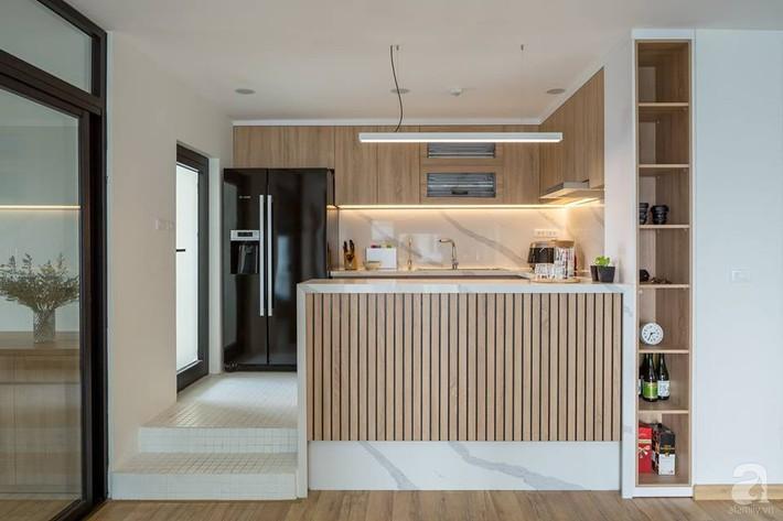 Căn hộ 120m² đẹp hiện đại, ấm cúng với màu gỗ làm chủ đạo của cặp vợ chồng trẻ mới cưới ở Hà Nội - Ảnh 12.