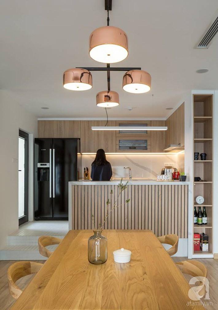 Căn hộ 120m² đẹp hiện đại, ấm cúng với màu gỗ làm chủ đạo của cặp vợ chồng trẻ mới cưới ở Hà Nội - Ảnh 10.
