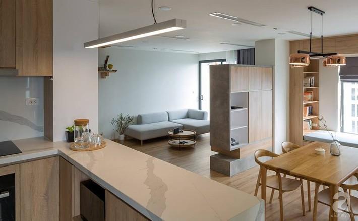 Căn hộ 120m² đẹp hiện đại, ấm cúng với màu gỗ làm chủ đạo của cặp vợ chồng trẻ mới cưới ở Hà Nội - Ảnh 4.