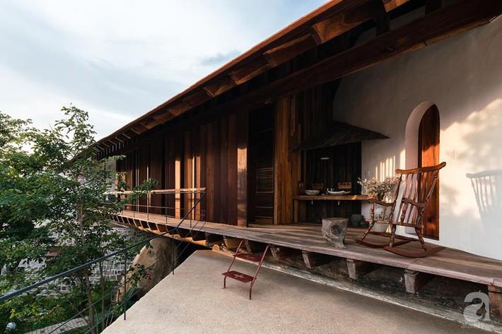 Ngôi nhà gỗ mang hơi thở đồng bằng Bắc Bộ tách biệt tiếng ồn, khói bụi dù xây giữa lòng thành phố Nha Trang - Ảnh 21.