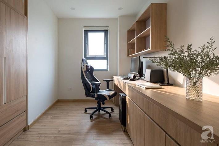 Căn hộ 120m² đẹp hiện đại, ấm cúng với màu gỗ làm chủ đạo của cặp vợ chồng trẻ mới cưới ở Hà Nội - Ảnh 19.