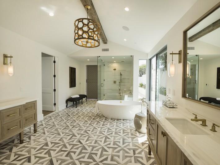 Hãy loại bỏ 5 thói quen sai lầm khi làm sạch phòng tắm này ra khỏi cuộc sống của bạn ngay - Ảnh 1.