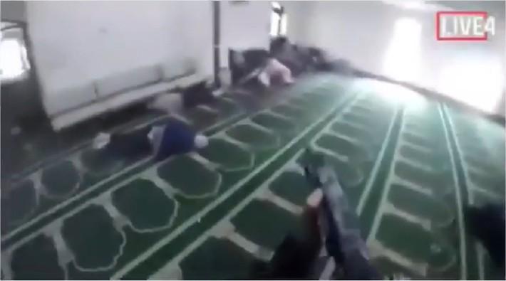 Loạt clip vụ xả súng tại New Zealand: Hung thủ hét to Nhớ theo dõi PewDiePie nhé! trên livestream trước khi gây án - Ảnh 5.
