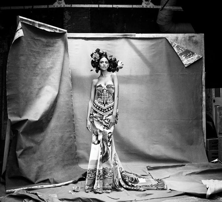 Lên bìa Vogue Mỹ cùng dàn minh tinh thế giới, bao nhiêu thần thái của Angela Baby bay biến sạch sẽ - Ảnh 8.