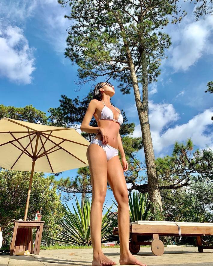 Cuộc chiến khoe eo thon dáng nuột với bikini: Loạt hot mom cũng táo bạo chẳng kém các sao nữ Vbiz - Ảnh 2.