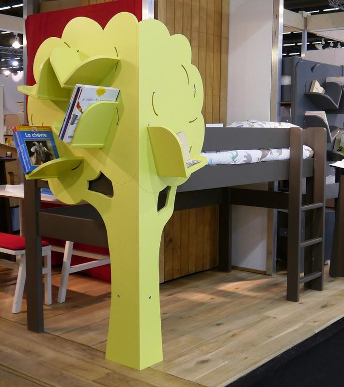 Mẫu thiết kế tủ sách dựa trên ý tưởng cây xanh giúp bé thích đọc sách hơn - Ảnh 1.
