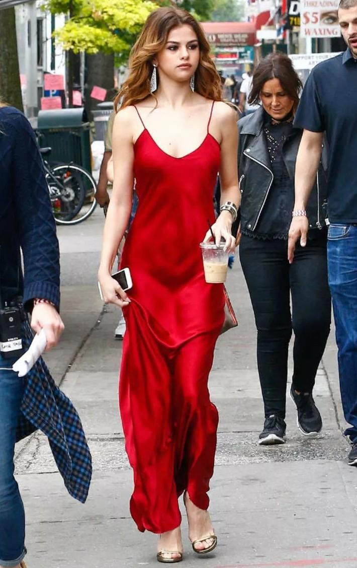 Không phải váy bị gió thổi tốc lên, đây mới chính là sự cố váy áo khiến các chị em lo ngại nhất khi hè đến - Ảnh 3.