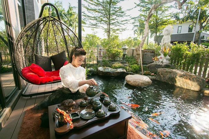 Ngắm biệt thự triệu đô bình yên với khu vườn rực rỡ sắc hoa cùng hồ cá Koi của Nhật Kim Anh giữa lòng Sài Gòn - Ảnh 3.