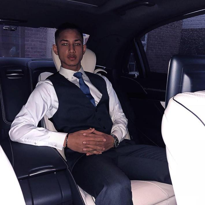 Cầu thủ đẹp trai nhất thế giới sắp sang Việt Nam: Cháu đích tôn Quốc vương Brunei, sở hữu gia sản nghìn tỷ nhưng chỉ thích đá bóng - Ảnh 1.
