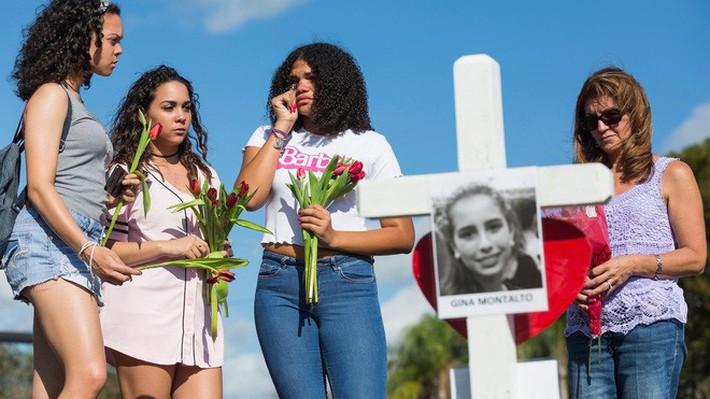Một năm sau vụ xả súng đẫm máu ở trường học, nữ sinh sống sót đã tự tử vì ám ảnh tâm lí - Ảnh 3.