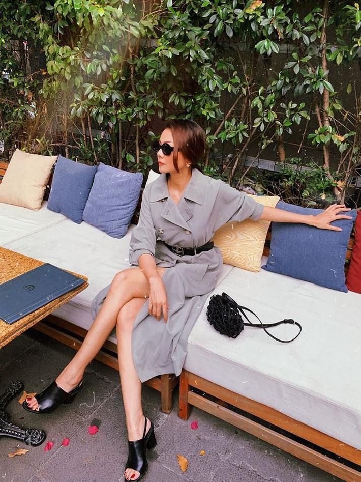 Tuy là bạn thân nhưng street style của Chi Pu và Quỳnh Anh Shyn cứ như 2 đường thẳng song song vậy - Ảnh 10.