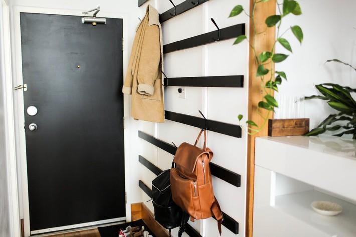 Nếu sở hữu một ngôi nhà chật bạn cần học lỏm ngay hai mẫu giá treo quần áo DIY này để giúp không gian trông gọn gàng hơn  - Ảnh 4.
