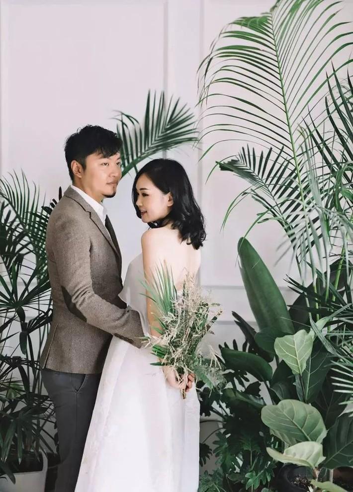 Căn hộ 98m2 của vợ chồng trẻ nổi tiếng bất ngờ, thu hút 2 triệu lượt người xem nhờ góc nào cũng decor với cây xanh - Ảnh 1.