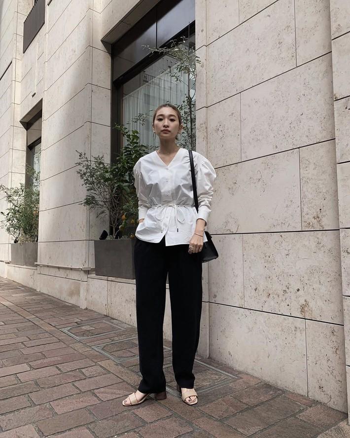 Lên đồ chuẩn như công sở Hàn với 15 gợi ý từ street style tuần này  - Ảnh 1.