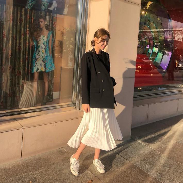 Lên đồ chuẩn như công sở Hàn với 15 gợi ý từ street style tuần này  - Ảnh 4.