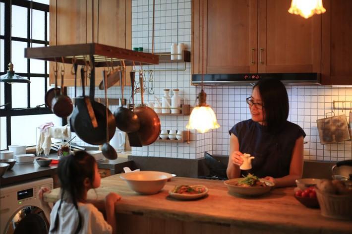 Căn hộ 83m² của gia đình trẻ ở Nhật đẹp cuốn hút nhờ có khu vực lưu trữ thông minh - Ảnh 14.
