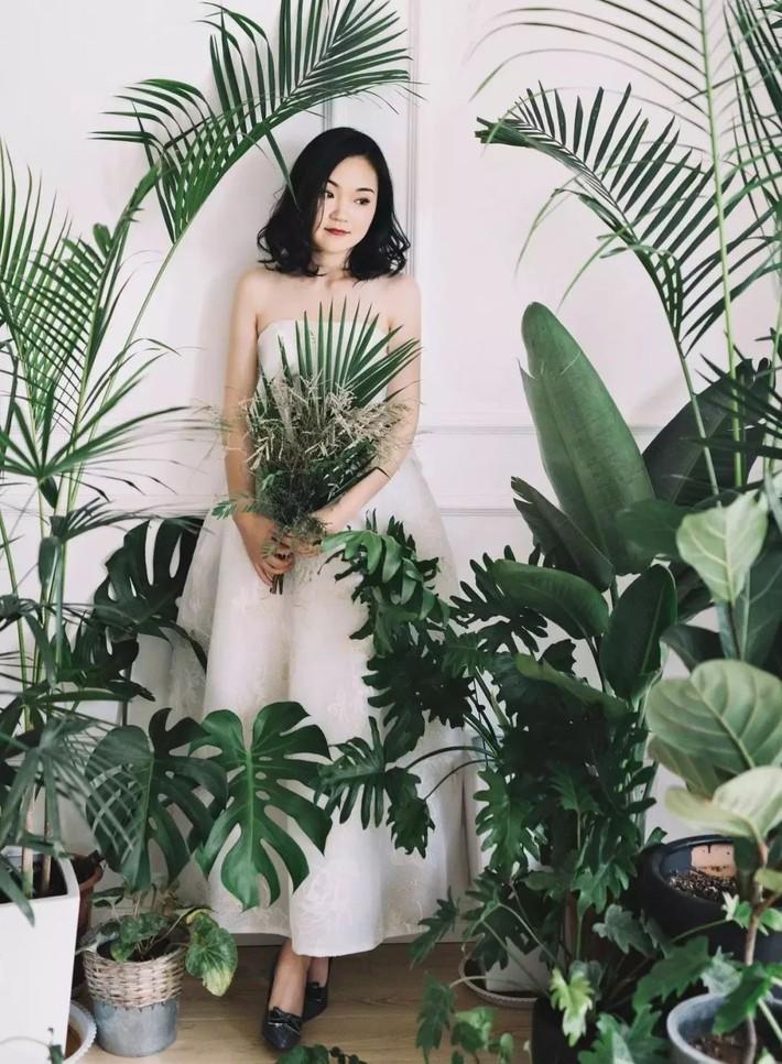 Căn hộ 98m2 của vợ chồng trẻ nổi tiếng bất ngờ, thu hút 2 triệu lượt người xem nhờ góc nào cũng decor với cây xanh - Ảnh 5.