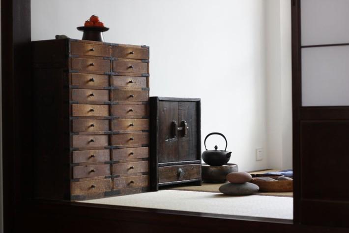 Căn hộ 83m² của gia đình trẻ ở Nhật đẹp cuốn hút nhờ có khu vực lưu trữ thông minh - Ảnh 7.