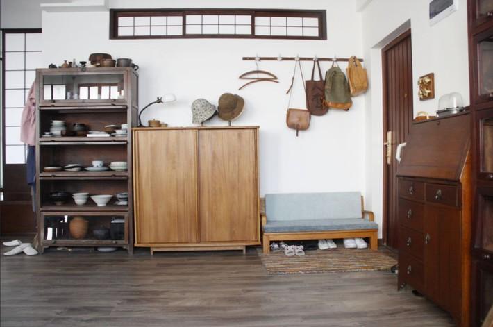 Căn hộ 83m² của gia đình trẻ ở Nhật đẹp cuốn hút nhờ có khu vực lưu trữ thông minh - Ảnh 2.