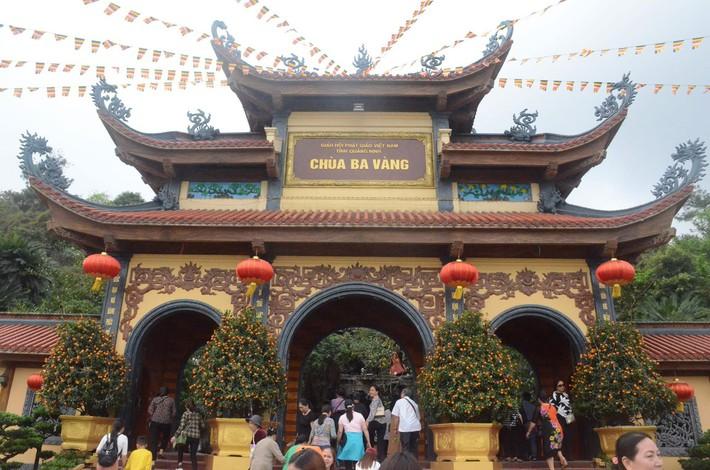 Phạt bà Phạm Thị Yến 5 triệu đồng, yêu cầu dừng ngay hoạt động thỉnh oan gia trái chủ tại chùa Ba Vàng - Ảnh 2.