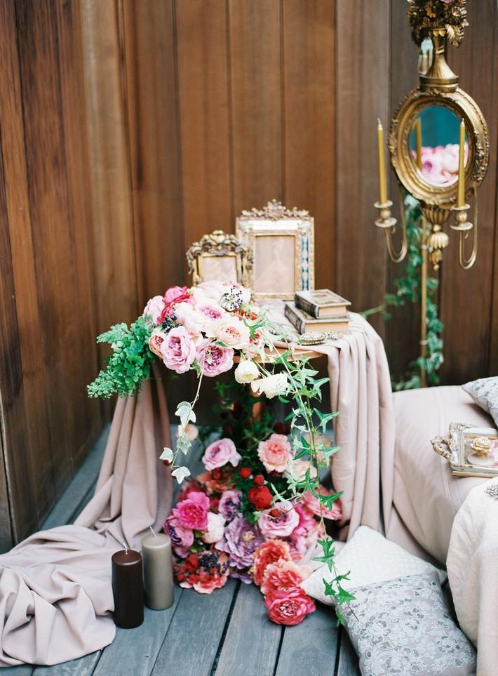 Trang trí giường cưới đẹp ngọt ngào và lãng mạn với hoa tươi - Ảnh 19.