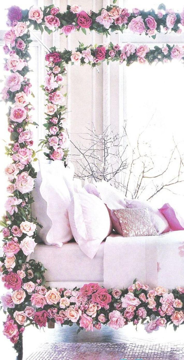 Trang trí giường cưới đẹp ngọt ngào và lãng mạn với hoa tươi - Ảnh 10.