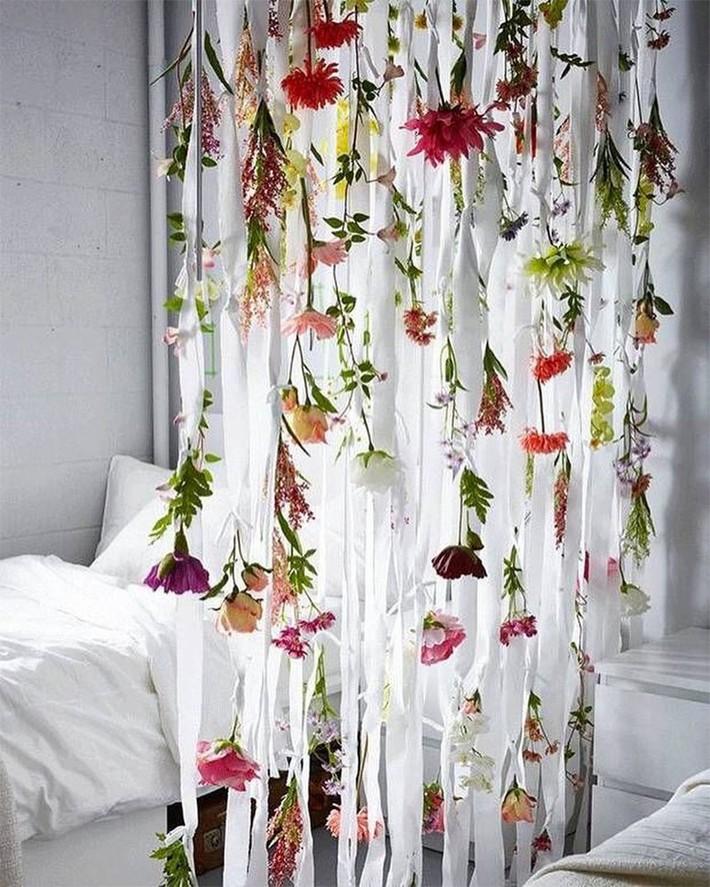 Trang trí giường cưới đẹp ngọt ngào và lãng mạn với hoa tươi - Ảnh 15.