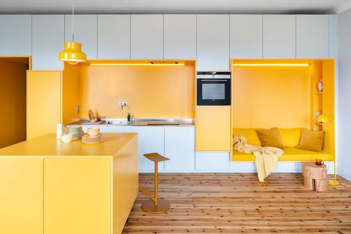 Cải tạo căn hộ gần trăm tuổi thành nơi ở hiện đại nhờ sắc vàng ấm áp - Ảnh 11.
