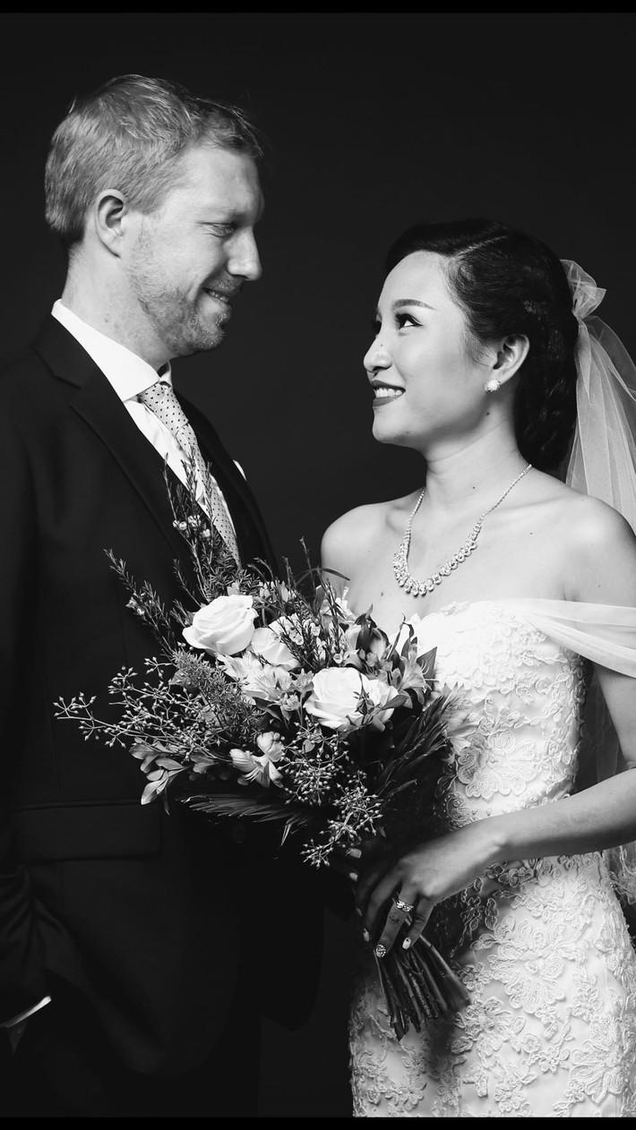 Chồng Mỹ thích yêu chiều cho vợ cầm tiền thoải mái, nhưng vợ Việt xinh đẹp chỉ đồng ý cho chồng trả mỗi tiền thuê nhà - Ảnh 1.