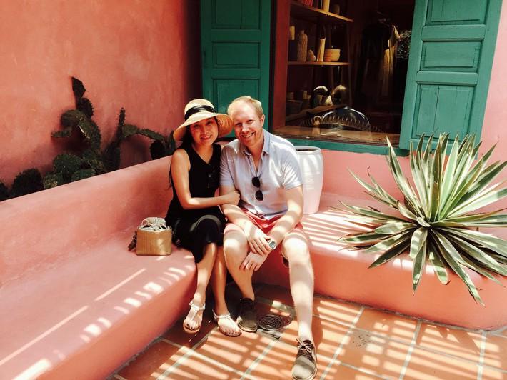 Chồng Mỹ thích yêu chiều cho vợ cầm tiền thoải mái, nhưng vợ Việt xinh đẹp chỉ đồng ý cho chồng trả mỗi tiền thuê nhà - Ảnh 2.