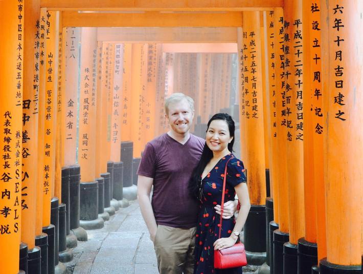 Chồng Mỹ thích yêu chiều cho vợ cầm tiền thoải mái, nhưng vợ Việt xinh đẹp chỉ đồng ý cho chồng trả mỗi tiền thuê nhà - Ảnh 5.