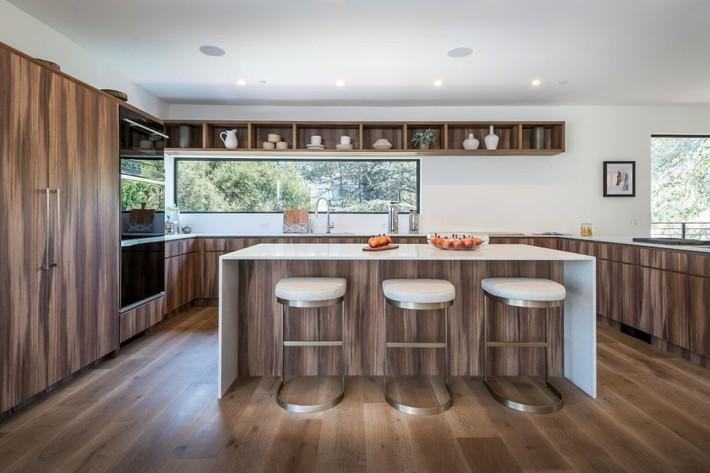 Kinh ngạc ngôi nhà hiện đại ở California ẩn mình giữa những cây sồi lớn khổng lồ nhờ vẻ ngoài mang tông màu đất - Ảnh 5.
