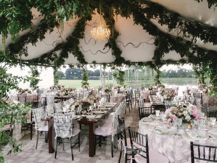 9 ý tưởng trang trí đám cưới bằng hoa tươi đẹp hút mắt khách mời ngay khi đến - Ảnh 1.
