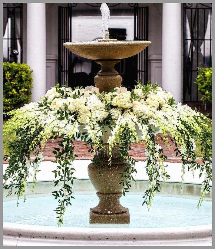 9 ý tưởng trang trí đám cưới bằng hoa tươi đẹp hút mắt khách mời ngay khi đến - Ảnh 2.