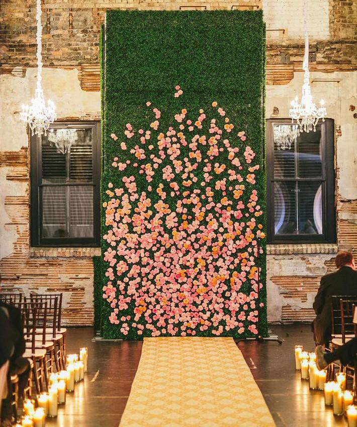 9 ý tưởng trang trí đám cưới bằng hoa tươi đẹp hút mắt khách mời ngay khi đến - Ảnh 3.