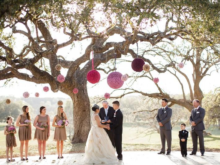9 ý tưởng trang trí đám cưới bằng hoa tươi đẹp hút mắt khách mời ngay khi đến - Ảnh 5.
