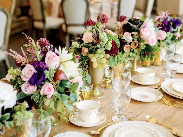 9 ý tưởng trang trí đám cưới bằng hoa tươi đẹp hút mắt khách mời ngay khi đến - Ảnh 7.