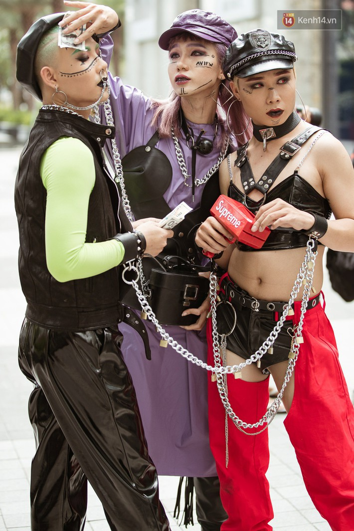 Street style ngày 3 tại Tuần lễ thời trang: Thanh niên trai tráng thì hóa thú, các nhóc tỳ lại lên đồ cực bảnh, chẳng ai chịu nhường spotlight cho ai - Ảnh 3.