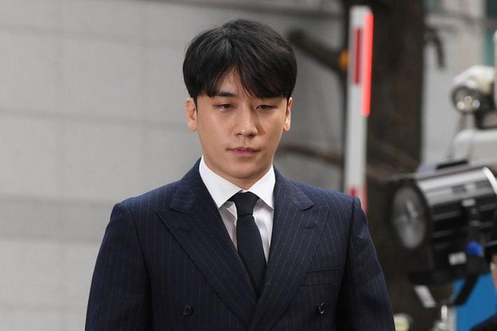 Cảnh sát cuối cùng cũng xin lệnh bắt giữ Seungri, phát hiện vai trò đặc biệt của nam ca sĩ trong chatroom tình dục - Ảnh 2.
