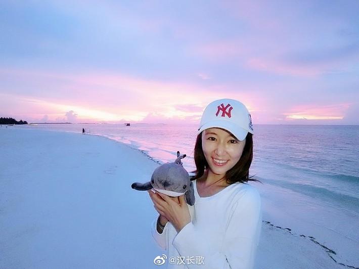 Lâm Tâm Như khoe ảnh đi du lịch sang chảnh nhưng mặt mộc của cô mới là điều đáng nói - Ảnh 6.