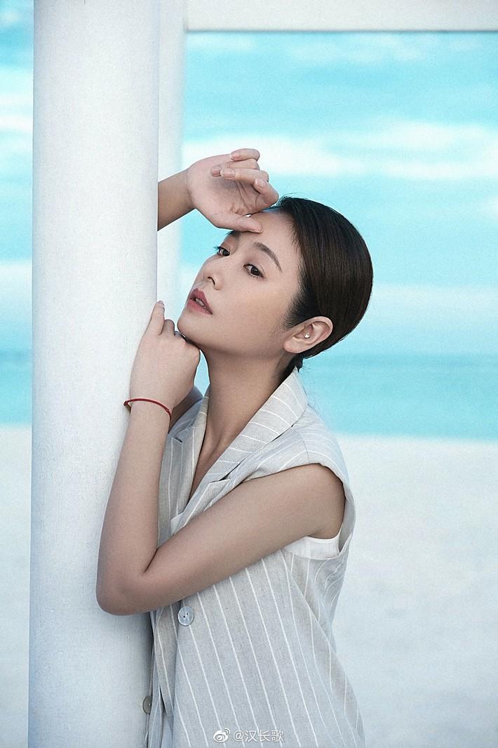 Lâm Tâm Như khoe ảnh đi du lịch sang chảnh nhưng mặt mộc của cô mới là điều đáng nói - Ảnh 4.
