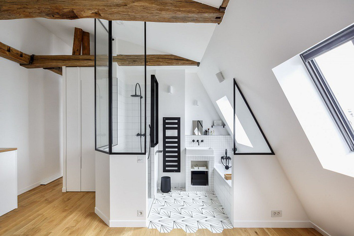 Tận dụng gác mái làm phòng tắm, ý tưởng thiết kế vừa đẹp vừa độc đáo ngại gì mà không thử - Ảnh 4.