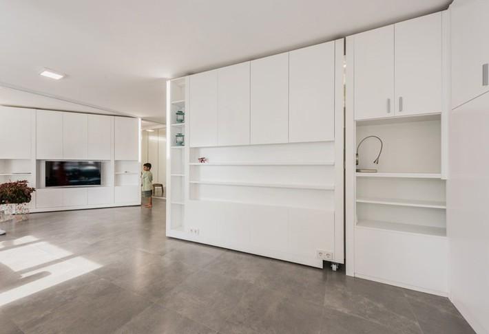 Tường xoay cho phép căn hộ này thay đổi bố cục chỉ trong vài phút - Ảnh 10.